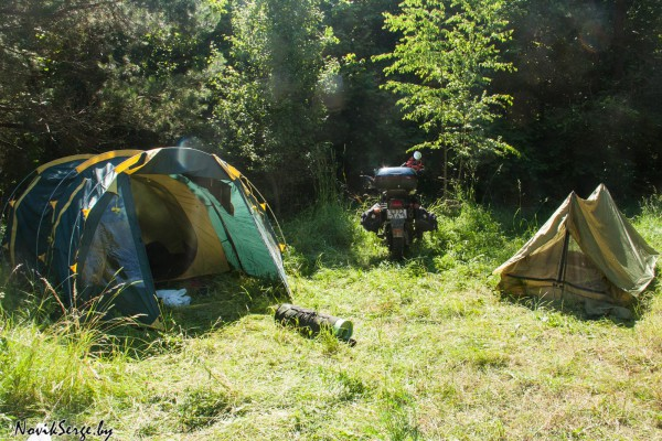 палатка, мотоцикл