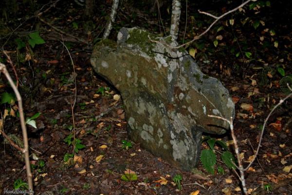 каменный крест, древняя могила