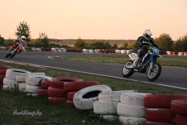 2 мотоцикла на трассе