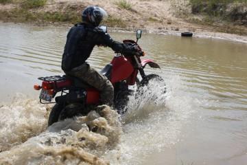 Преодоление водной преграды на мотоцикле